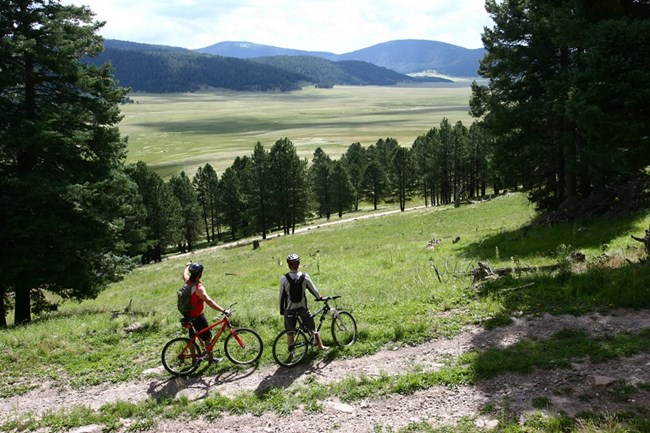Valles Caldera Mountain_Bikers1